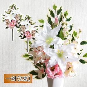 パープルのお花をメインに組んだ、当店オリジナルの花束風仏花です。 ホワイト×グリーンの定番カラーをベ...