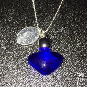 フランスアンティークメダイと香水瓶のネックレス -Blue-|resortiara