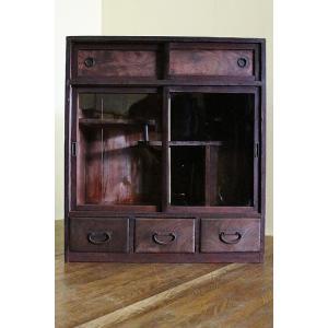 s6774 【商品説明】ゆらゆらしたガラスに前面が欅で造られた小ぶりなサイズの茶棚です。小ぶりですが...