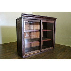 s67811 【商品説明】明治時代の古民家から出たガラスケースです。ゆらゆらした当時モノのガラスが雰...