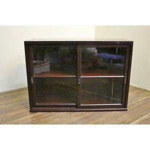 【商品説明】ゆらゆらガラスが雰囲気あるアンティークなガラスケースです。内部は分割されており、本や食器...