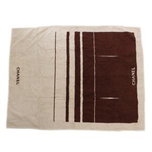 袖通し付きの着用可能なビーチタオルです。