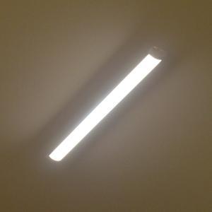 【アウトレット品】LEDベースライト・引掛シーリングタイプ 長さ90cm 全光束2300lm 消費電力26W 昼光色(6000K) reudo