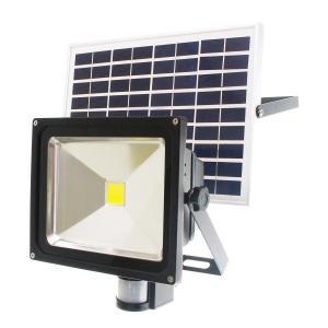 高い防水性のソーラーパネル充電式・人感センサー付き30W投光器。 白く明るい昼光色6000K、100...