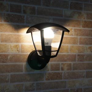 ※この商品は「60W形相当のLED電球(電球色)」が付属します。  2種類のセンサーを搭載した、防雨...