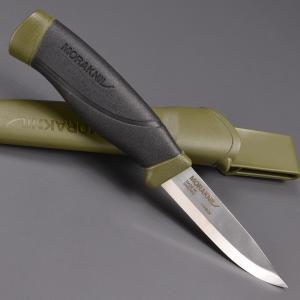 ●手にフィットしやすいデザインのアウトドアナイフ●モーラナイフのアウトドアナイフ。握った時のフィット...