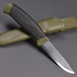 ●持ち運びに便利なプラスチック製シース付きアウトドアナイフ●120年以上の歴史を持つスウェーデンのナ...