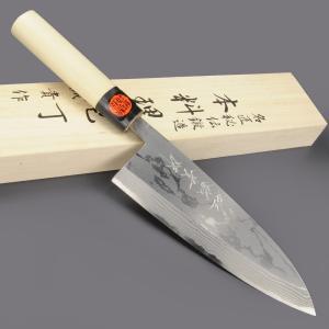●田中一之刃物製作所による和包丁。地金を刃金に鍛接して昔ながらの手打ちによる製法、職人がひとつひとつ...