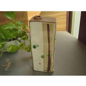 週末の土肌粉引 角花瓶|ricebowl