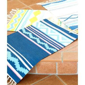 ヨーロッパの3つのリゾート地を、柄とカラーでイメージしたデザイン。 ひとつひとつ手織りで丁寧に織り上...