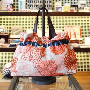 ほにや ギャザーバッグ 手提げバッグ 新菊丸 ピンク グレー地 花柄 和柄 お買い物 お出かけ 母の日 ギフト |riguru-online