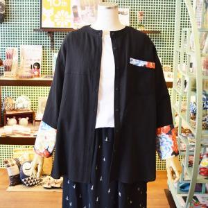 ほにや オーバーシャツ 黒地 紺/朱/黄花 和柄 ブラウス 羽織 ノーカラー 綿麻 ナチュラル 個性的 母の日 大人女子|riguru-online