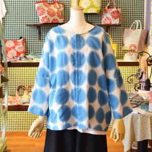 ほにや リネンシャツ ぼかし水玉柄 青色 生成色地 麻素材 前ボタン オーバーシャツ  羽織 ノーカラー  個性的 母の日  HONIYA|riguru-online