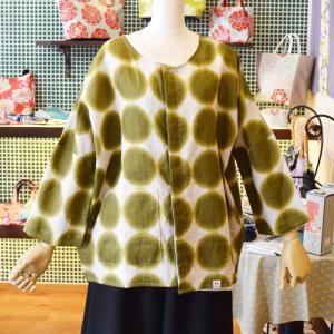 ほにや リネンシャツ ぼかし水玉柄 濃抹茶色 海松色 みるいろ 生成色地 麻素材 前ボタン オーバーシャツ  羽織 ノーカラー  個性的 母の日  HONIYA|riguru-online