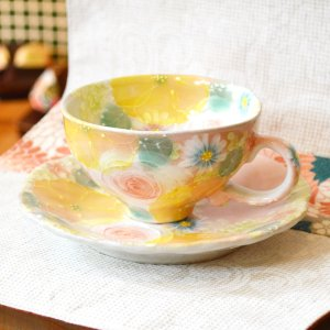 工房ゆずりは カップ&ソーサー 間取黄花紋 瀬戸焼 花柄 優しい感性 女性だけの工房 手描き 可憐 彩り豊か 陶器 コーヒーカップ ティーカップ  riguru-online