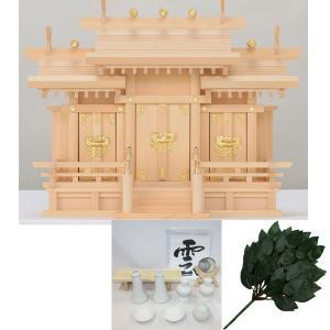 木曽桧製神棚 屋根違い三社神棚 サイズ:小 日本製 (神棚セット/神前用具7種セット中と特上造花榊付き) roco