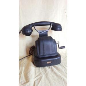 東京沖電気株式会社製の樹脂製の電話機、サイズは約250x170x240mm 重さは中に磁石発電機が内...