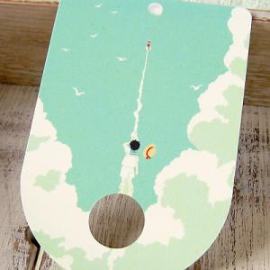 ポストカード「ペンシルロケット」 うちわ型 夏空 少年 雲 可愛い はがき カード|room505