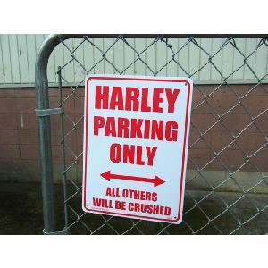 アメリカ直輸入のプラスティックサインボード 「ハーレー専用の駐車場です」の看板。 デザインもシンプル...