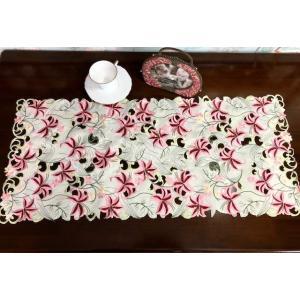 ピンク百合の花 40X85 カットワーク刺繍 テーブルセンター #425|rose-viva-shop
