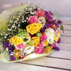 嬉しいサプライズ!心に残るプレゼントです 結婚式や結婚記念日など、特別な日に贈りたい花束です。 心に...