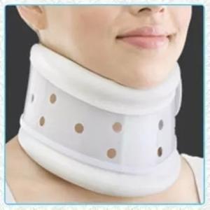 マジックテープで簡単に着脱でき、ムレ防止の通気穴付きです。 高さ調節できますので、頸部をしっかり固定...