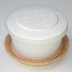 ごはんを冷蔵、 そのままレンジであたためられる 陶製のお櫃です。 かわいらしいルックスですが、  窯...
