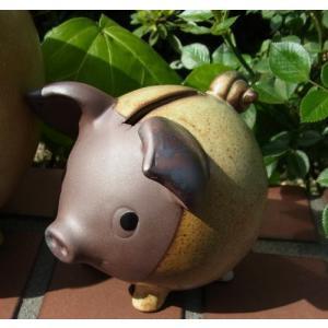 いつもまにか世の中から消えてしまった 陶器製の素朴な貯金箱。   赤土と窯変の釉薬に重量感があり  ...