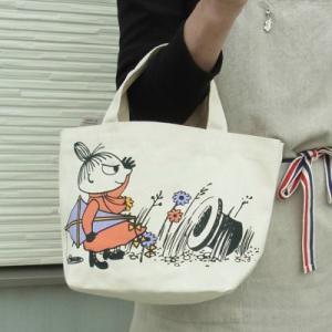 ランチバッグとして、サブバッグとして、 近所へちょい出かけ用として、 ちょうどよい大きさのこのバッグ...