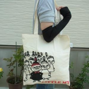 ムーミンのナチュラルなコットン製エコバッグ。 (エコマーク認定)  バッグの形は、トートタイプで肩か...
