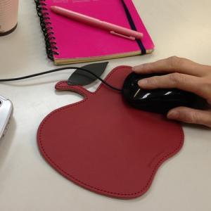 ブリストン アップル パソコン用マウスパッド 〔レッド/赤〕デルフォニックス[DELFONICS] ...