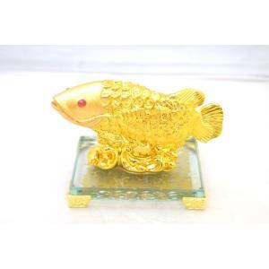 アロワナ 龍魚 風水置物 樹脂製 中 金 ガラス台座 金運 財運|ryu
