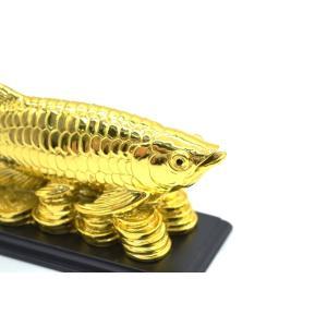 アロワナ 龍魚 台座付き 樹脂製置物 金色 中 ryu 06