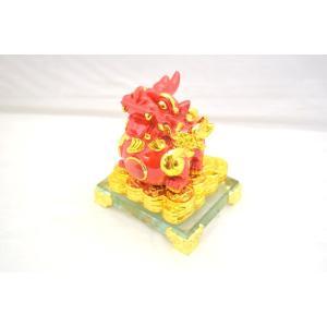願いを叶える 金運 遍財運 貔貅 赤ひきゅう 樹脂製 キャッツアイ付き ガラス台座|ryu
