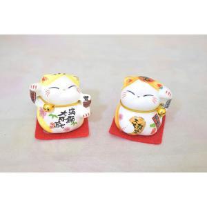 ミニ招き猫 二体セット 座布団と鈴付き 陶器製置物 黄色|ryu