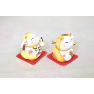 ミニ招き猫 二体セット 座布団と鈴付き 陶器製置物 黄色|ryu|02