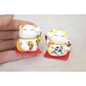 ミニ招き猫 二体セット 座布団と鈴付き 陶器製置物 黄色|ryu|05