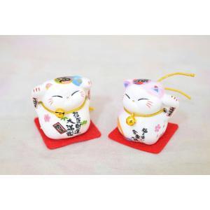 ミニ招き猫 二体セット 座布団と鈴付き 陶器製置物 桃色|ryu