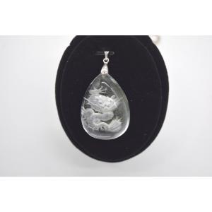 龍彫り グリーンファントム 水晶 裏彫り パワーストーン 天然石パーツ  ペンダントトップ 3.7cm 雫型|ryu