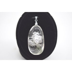 龍彫り グリーンファントム 水晶 裏彫り パワーストーン 天然石パーツ  ペンダントトップ 4.5cm 楕円型|ryu