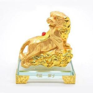 寅 虎 とら 樹脂製置物 ガラス台座 金色 11cm|ryu