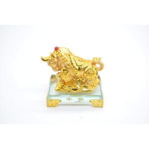 牛 丑 うし 樹脂製置物 ガラス台座 金色 9cm|ryu