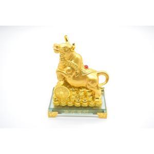 牛 丑 うし 樹脂製置物 ガラス台座 金色 15cm|ryu