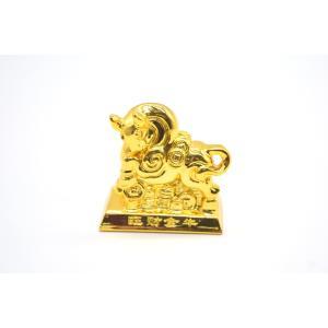牛 丑 うし 樹脂製置物 台座付き 金色 コンパクトサイズ 6cm|ryu