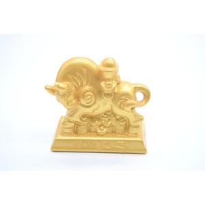 牛 丑 うし 元宝乗せ 樹脂製置物 台座付き 艶消し 金色 コンパクトサイズ 6cm|ryu