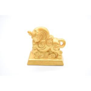 牛 丑 うし 樹脂製置物 台座付き 古銭 艶消し 金色 コンパクトサイズ 6cm|ryu