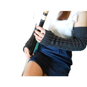 親指を通して付けるロングタイプのかわいい編み込みアームウォーマーです♪  ※ファー付タイプもございま...