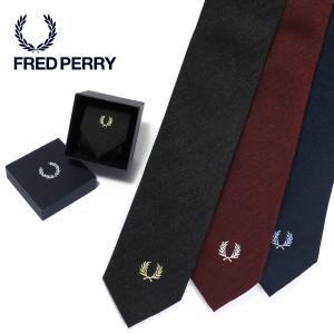 杢調の糸を緯糸に配した無地ライクなネクタイです。ネクタイに使用している芯地を通常よりも柔らかい物を使...