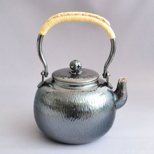 銀瓶 茶道具 秀峰堂製 丸型 石目 銀瓶 五合 純銀メッキいぶし仕上げ sadogu-kikuchi