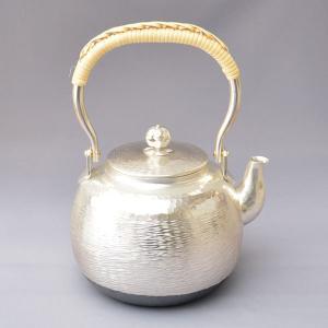 銀瓶 茶道具 秀峰堂製 丸型 銀瓶 五合 純銀メッキ仕上げ(底部 いぶし仕上げ) sadogu-kikuchi